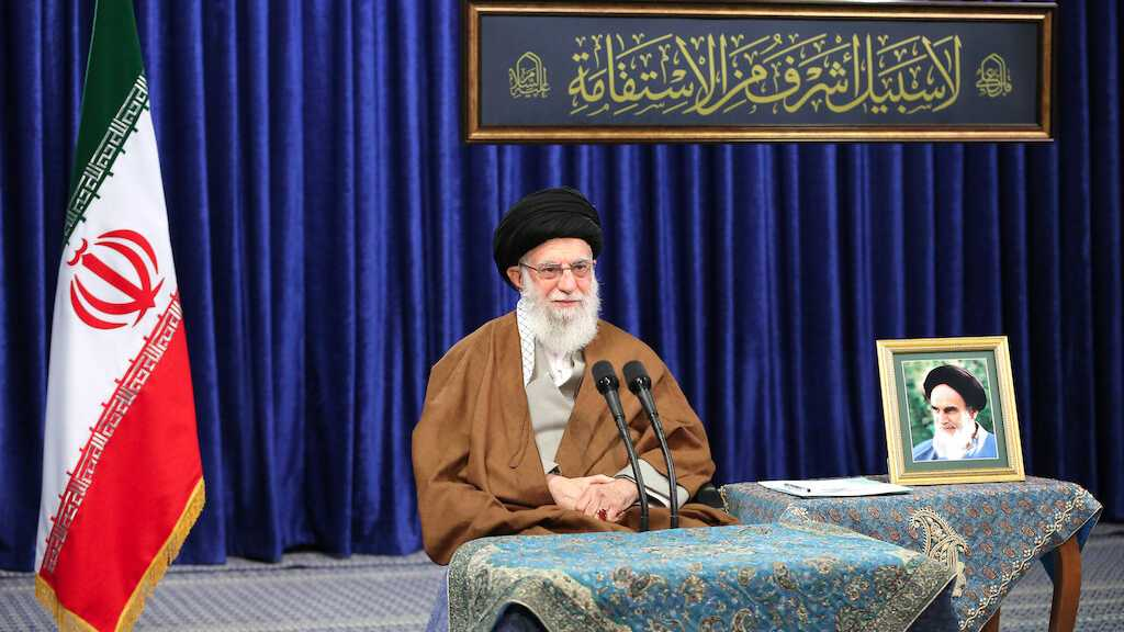 Imam Khamenei Urges Respect for Rights of Laborers