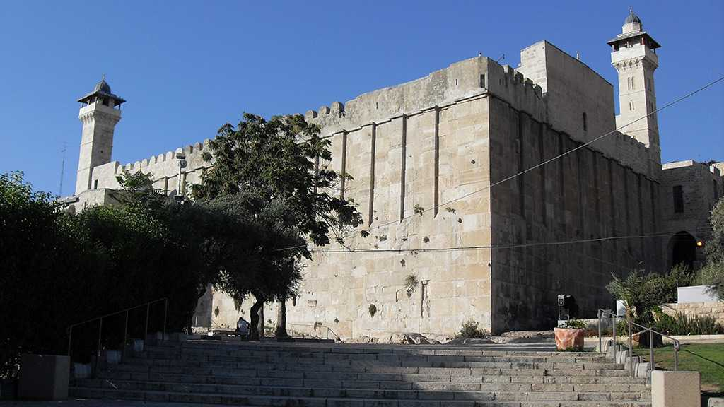 """Israel"" Prohibits Call to Prayer to Be Raised at the Ibrahimi Mosque"