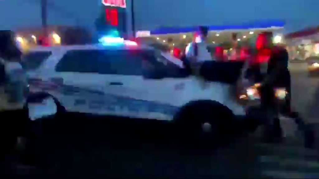Police Car Drives through BLM Protesters in Detroit [Video]