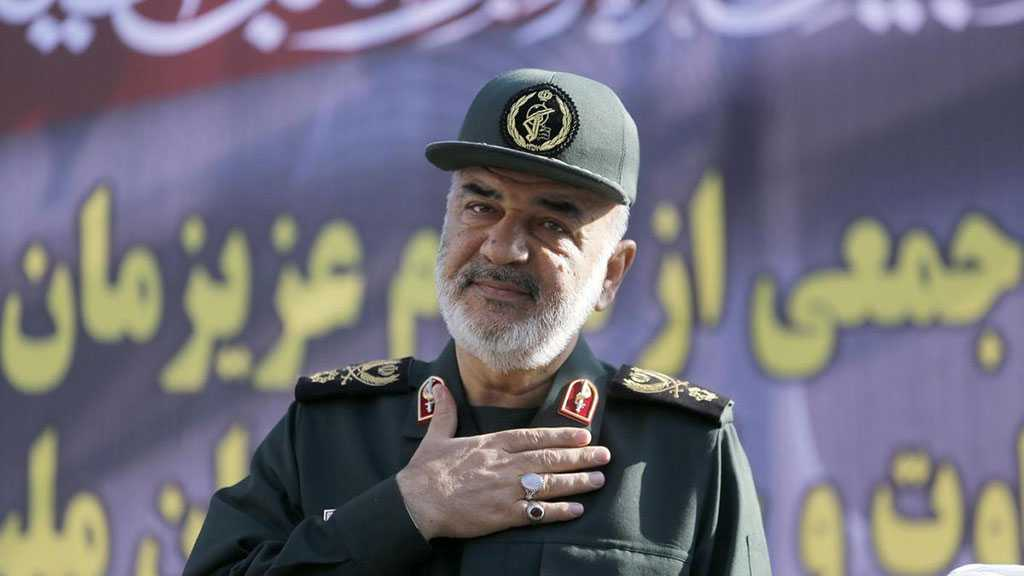 Salami Lauds IRGC's Ground Force Airborne Division's Self-sufficiency