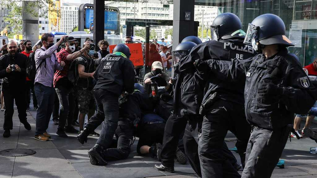Protests Continue in Berlin Against Virus Restrictions, 45 Police Officers Injured