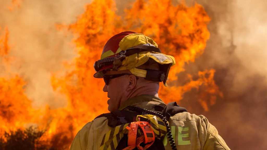 8,000 Evacuate as California Wildfires Spread East of Los Angeles