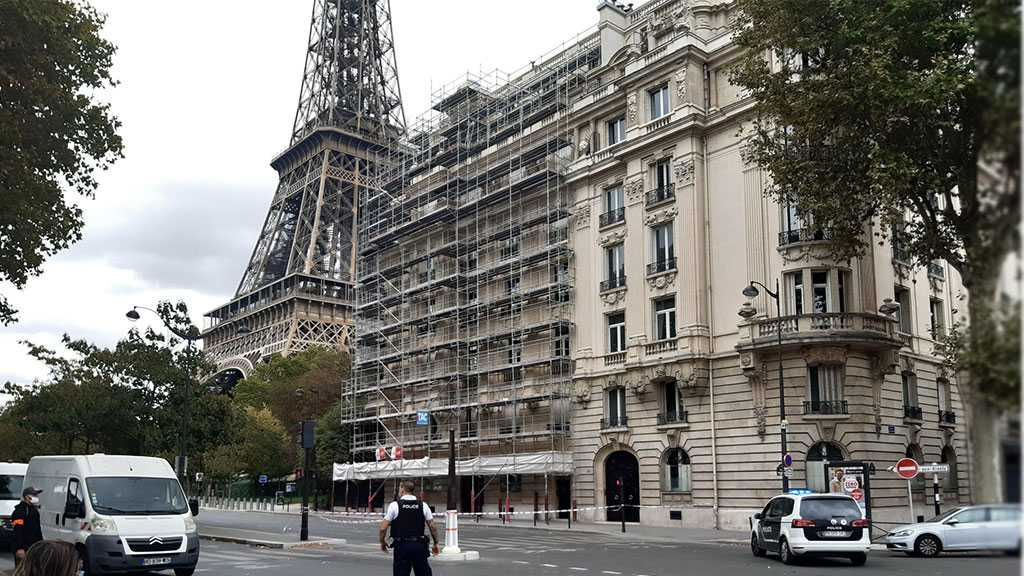 Paris: Eiffel Tower Area Cordoned Off due to Blast Threat