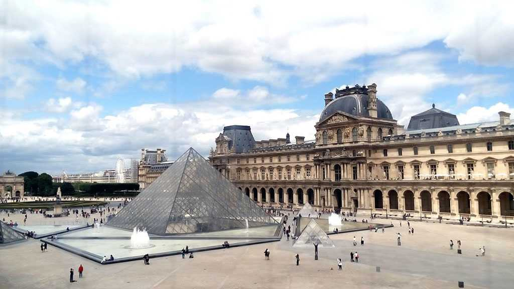 Paris Police Arrest Man for Try to Take Louvre Statue as Part of African Legacy