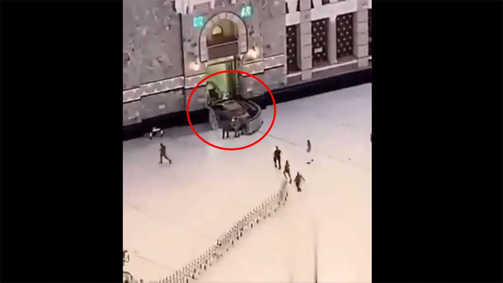 Video of Man Ramming Through Gates of Mecca's Grand Mosque in a Car Emerges Online