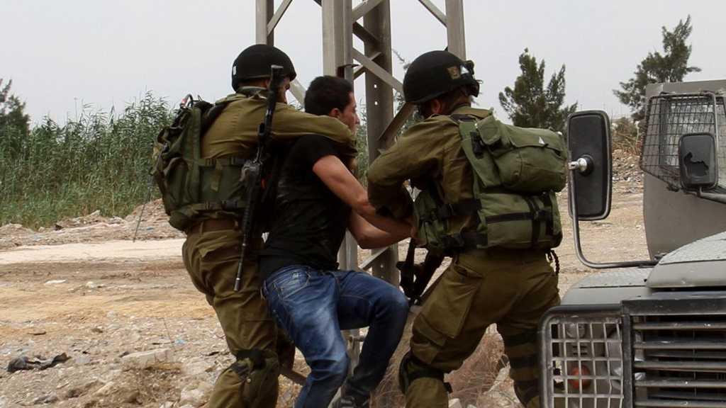 'Israeli' Forces Raid West Bank, Arrest 13 Palestinians