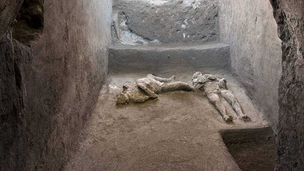 Two Statues Unearthed from Pompeii