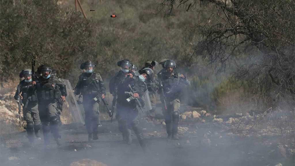 'Israeli' Soldiers Storm West Bank Town, Injure 4