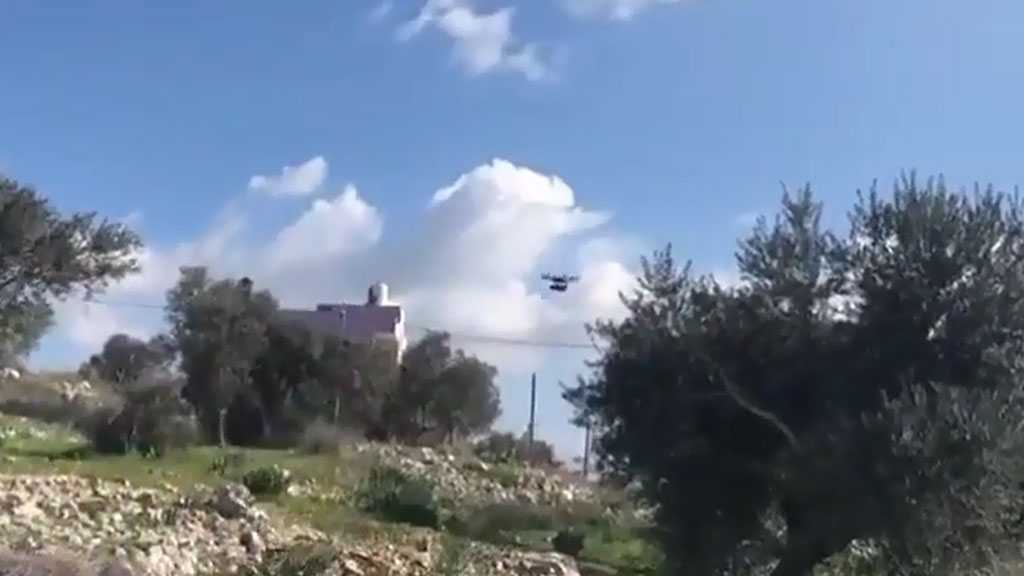 Young Palestinian Protesters Bring Down 'Israeli' Drone Using Rocks