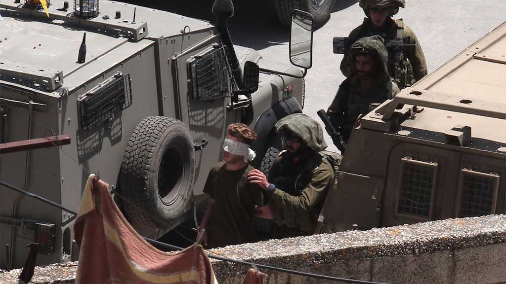 'Israeli' Soldiers Arrest Five Palestinians in Occupied West Bank