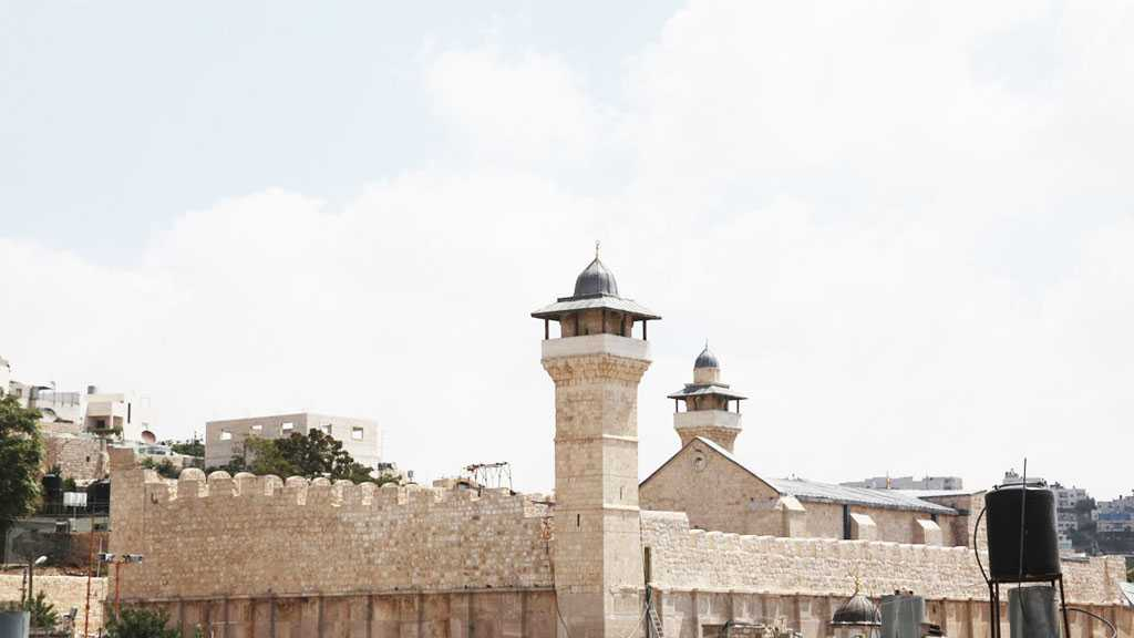 'Israeli' Occupation Shuts Ibrahimi Mosque in Front of Worshippers For 10 Days