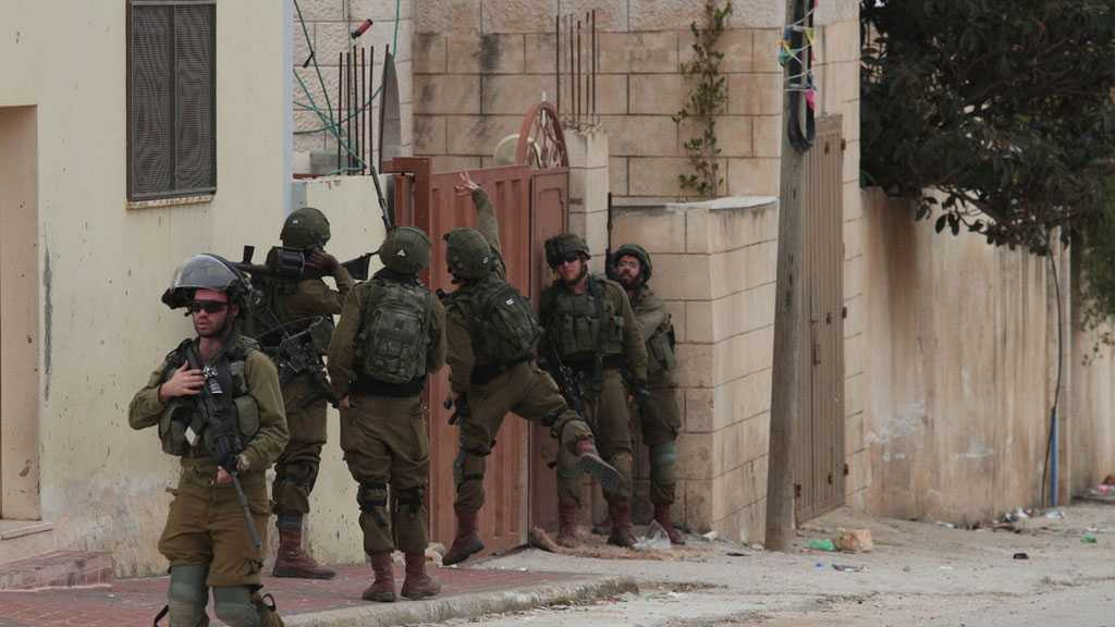 'Israeli' Forces Raid Homes in West Bank, Injure Dozens of Palestinians