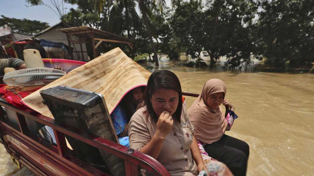 Indonesia: Thousands Evacuated amid Floods in West Java