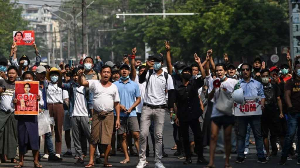 Myanmar Protesters in Running Battle with Security Forces