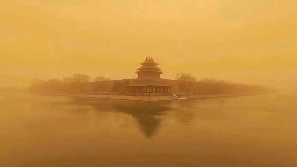 Skies over Beijing Turn Yellow amid Monstrous Dust Storm
