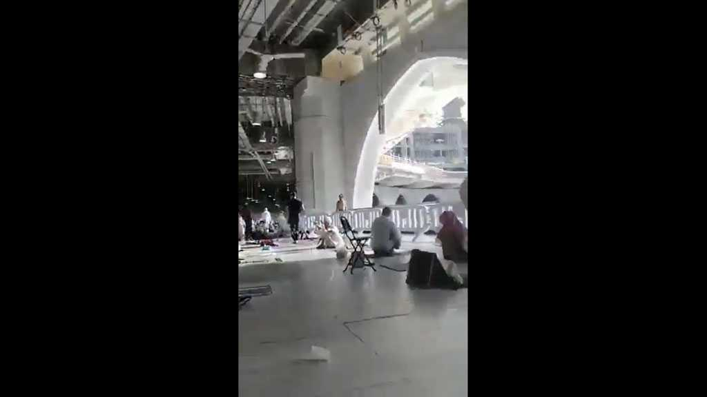 Knife-wielding Daesh Terrorist Storms Mecca's Holy Mosque