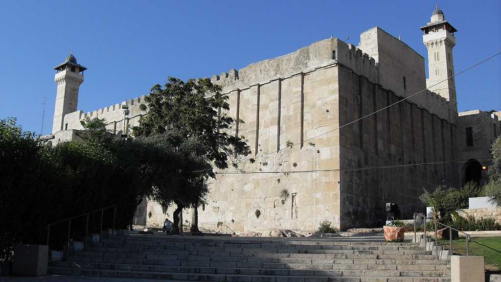 """""""Israeli"""" Settlers Incite Palestinians at the Ibrahimi Mosque"""