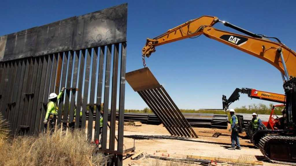 Pentagon Halts Construction on Trump's Military-funded Border Wall