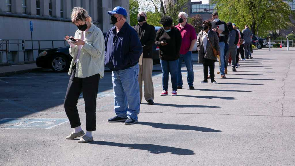 US Jobless Claims Plunged 92,000 Last Week