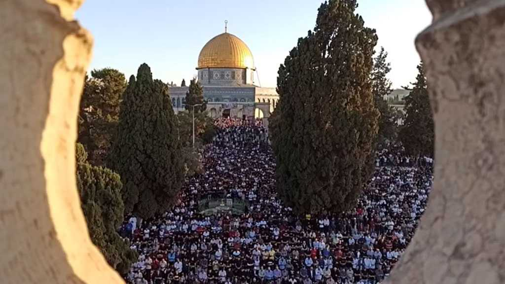 Hundreds of Palestinians Perform Eid Al-Fitr Prayers at the Holy Aqsa Mosque
