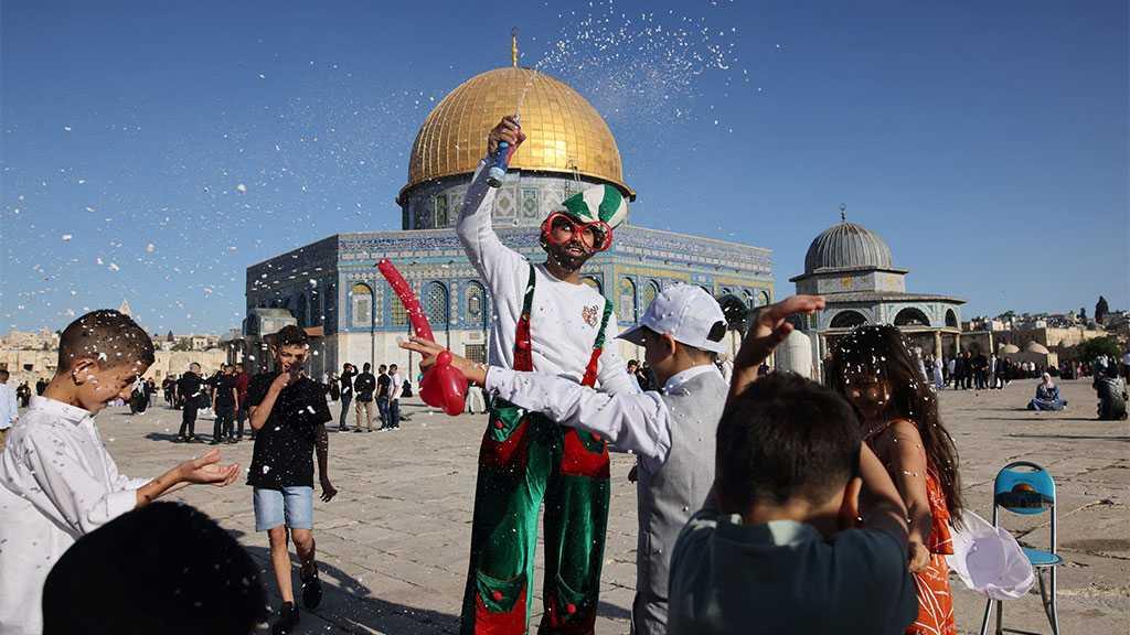 Thousands of Palestinians Celebrate Eid Al-Adha, Perform Prayers in Aqsa after 'Israeli' Raids