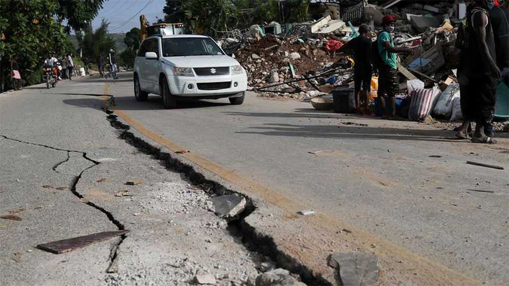 Haitians Loot Aid Trucks after Week-long Quake Killed Over 2,000