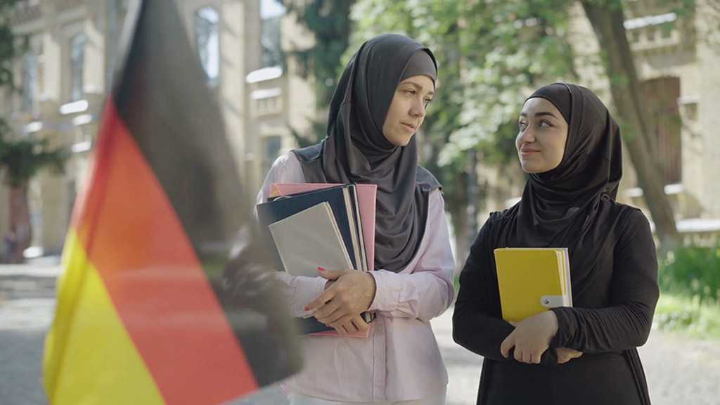 """Muslim Women Struggle with Germany's """"Hijab Ban"""" in Workplaces"""