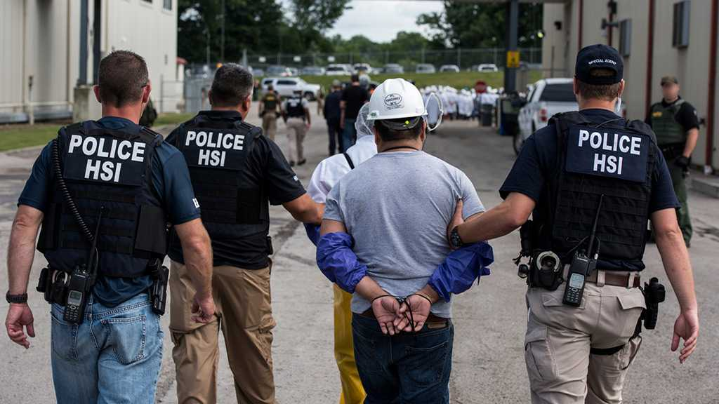 US DHS Secretary Orders ICE to Stop Mass Raids on Immigrants' Workplaces