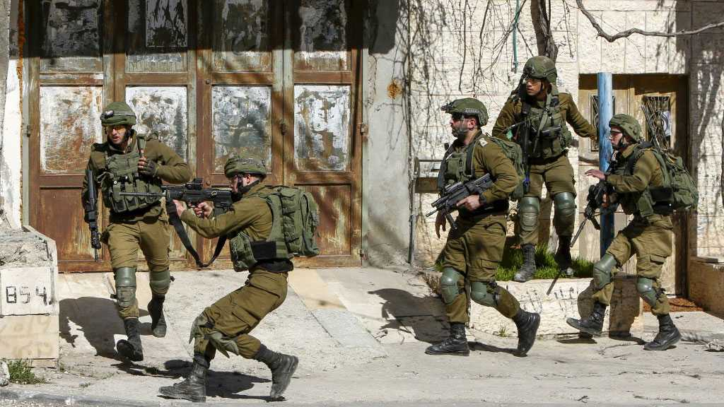 Palestinian Martyred, another Injured by 'Israeli' Fire in Southern West Bank